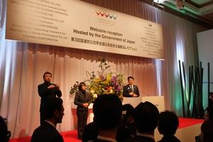 日本政府主催の歓迎レセプションであいさつする安倍総理