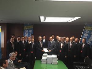 実現する会のメンバー(太田大臣室にて)