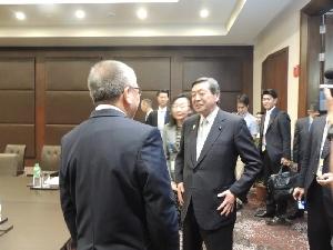 (フィリピン・ドミンゴ貿易産業大臣と会談)