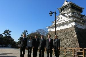 (G7会場の小倉城を視察)