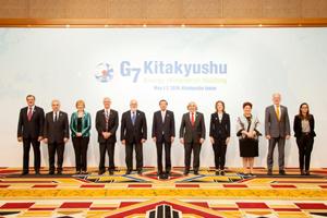 (G7閣僚らと)