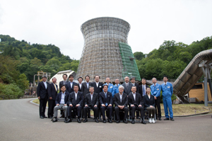 (日本最初の地熱発電所である「松川地熱発電所」を視察)