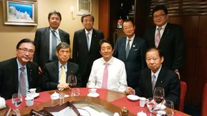 左から 古屋選対委員長、高村副総裁、安倍首相、二階幹事長、後列 今井総理秘書官、林代理、河村元官房長官、萩生田内閣官房副長官